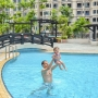 Back at the swimming pool : teething glasses or swimming ring?