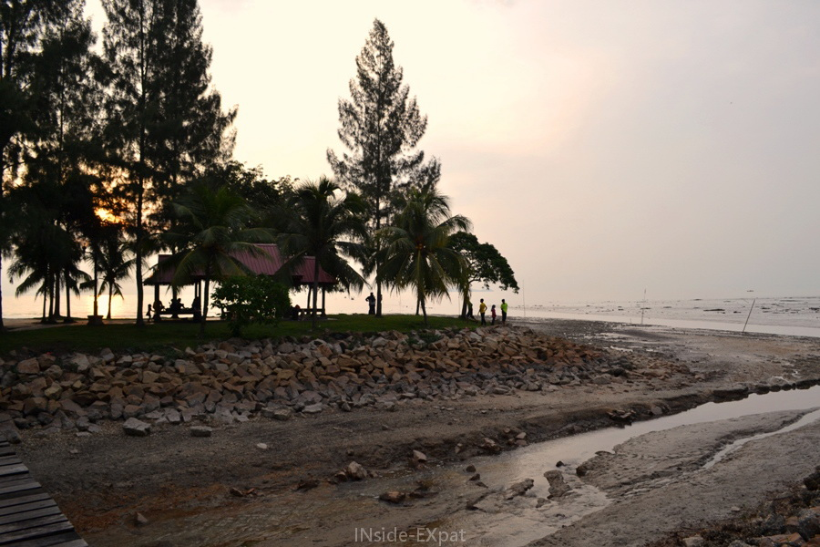 Coucher de soleil à Rambah Beach, Pontian , Malaisie