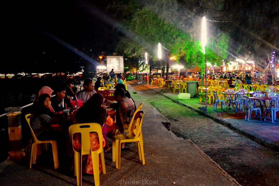Restaurants en bord de mer de Pontian en Malaisie