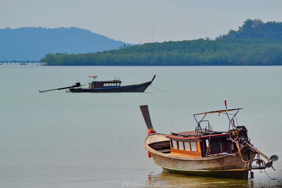 Bateaux de pecheurs sur l'eau à Koh Yao Noi (Thailande)