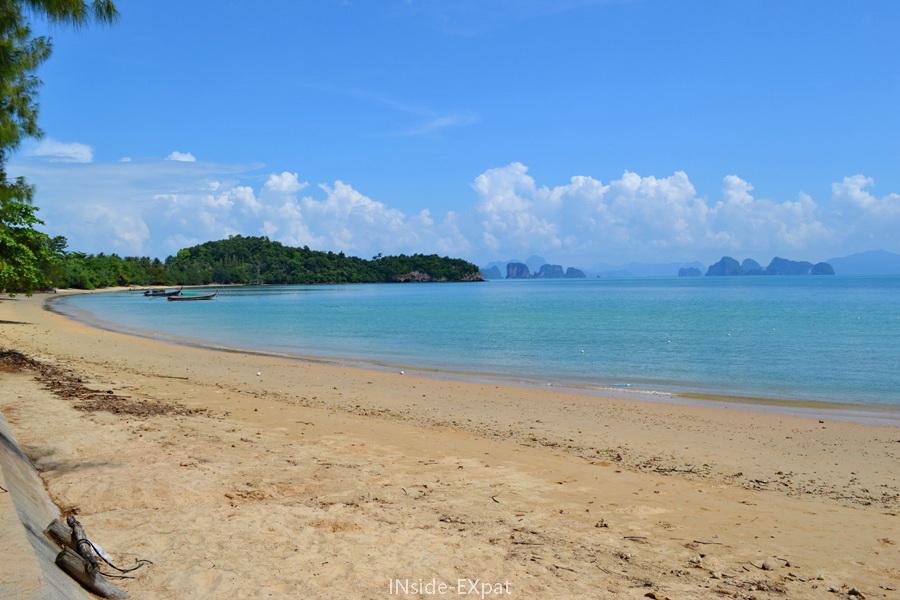 Plage déserte de Klong Chark Beach à Koh Yao Noi (Thailande)