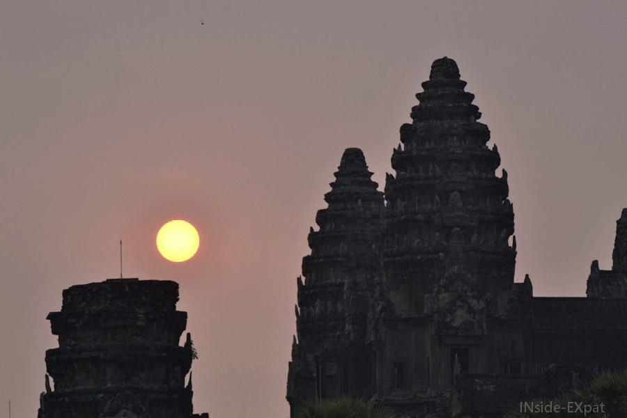 Détails du temple khmer d'Angkor Vat au lever du soleil