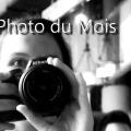 Photographe avec son appareil en noir et blanc