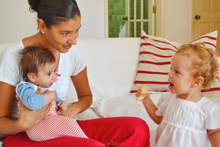 Rencontre bébé et petite fille