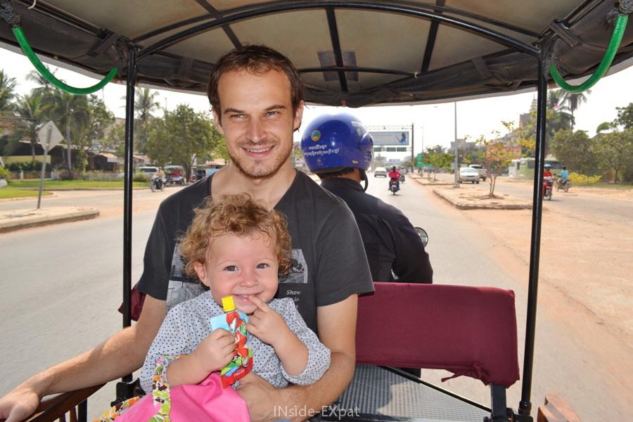 Mimi et Daddy dans le tuktuk direction les temples d'Angkor