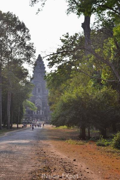 Arrivée par l'entrée Est d'Angkor Vat