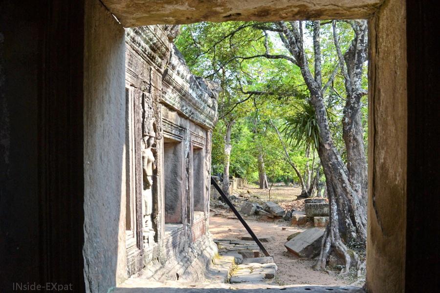 Extérieur du temple vue depuis l'intérieur