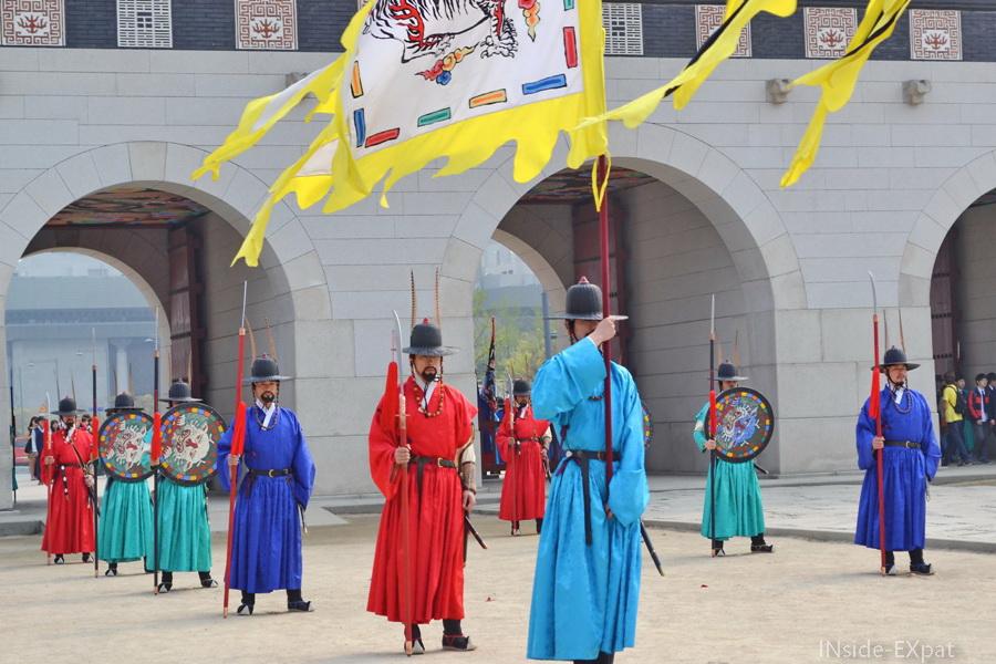 inside-expat-gyebokgung-palace-releve-garde