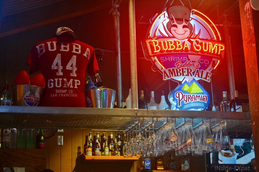 inside-expat-bubba-gump-bar