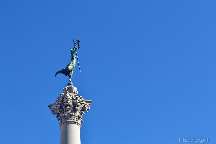inside-expat-union-square-statue