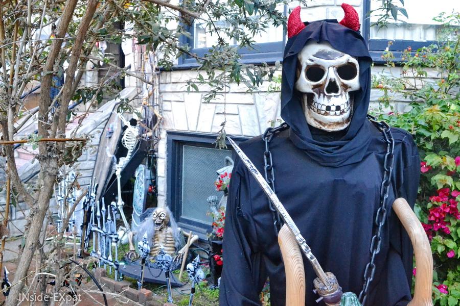 Squelette et cimetière pour Halloween