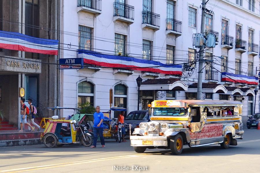 Jeepneys dans les rues de Manille