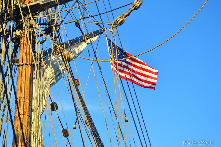 Le drapeau des Etats-Unis flotte au vent