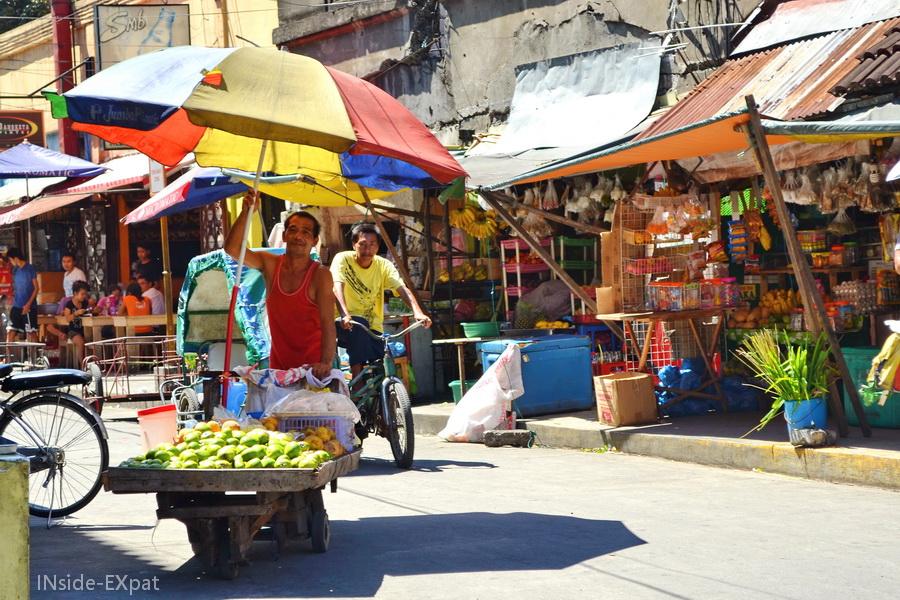 Rue animée d'Intramuros