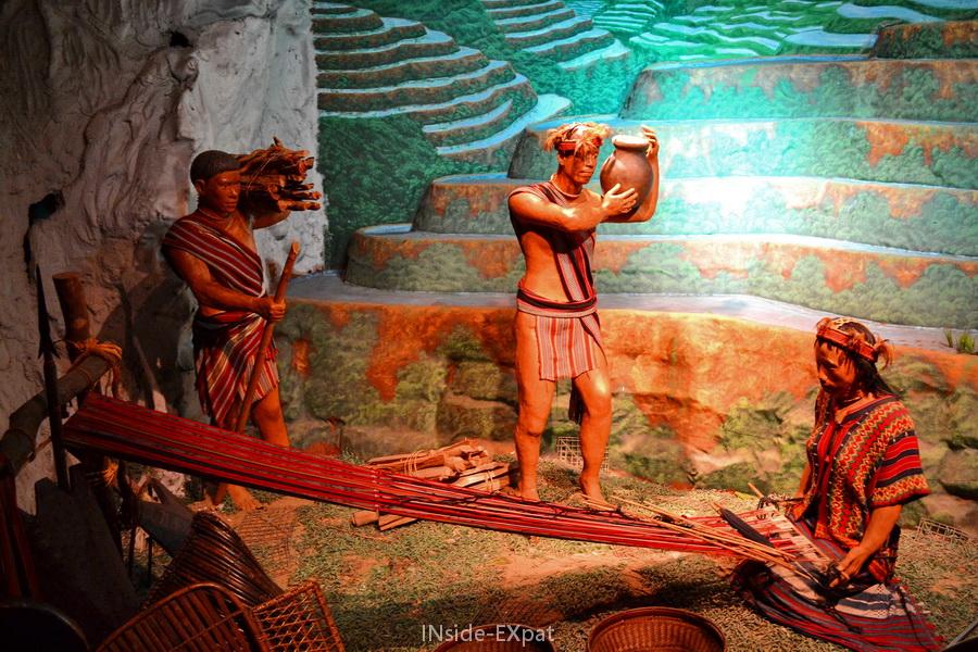 Statues représentant la vie dans les rizières en terrasse