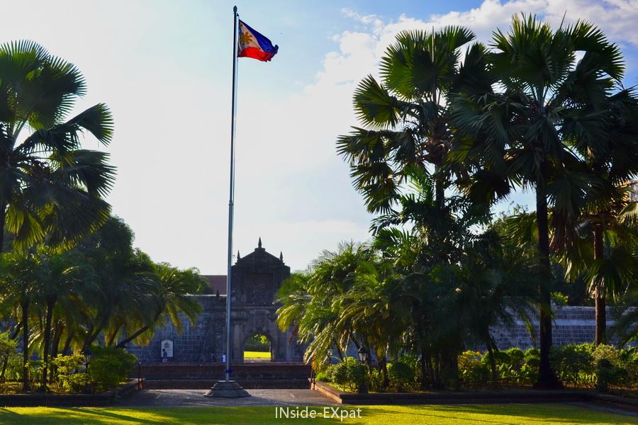Drapeau à l'entrée du fort Santiago