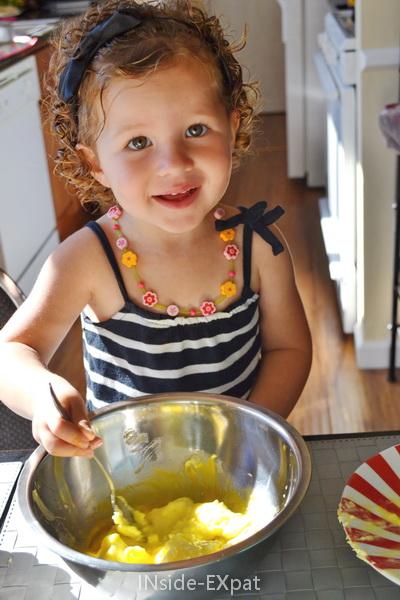Mimi contente de cuisiner