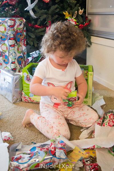 Mimi ouvre ses cadeaux
