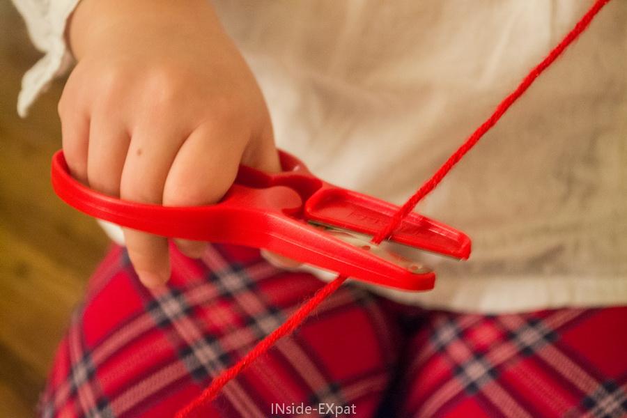 Ciseaux rouges pour laine rouge