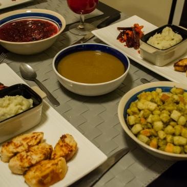 Notre premier repas de Thanksgiving (et notre recette de sauce à la canneberge)