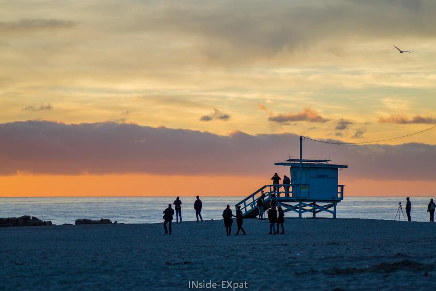 Cabane de sauveteurs au soleil couchant