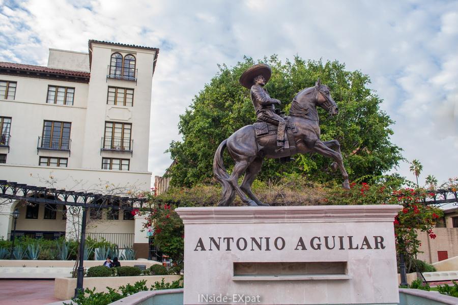 A l'entrée de El Pueblo, Los Angeles