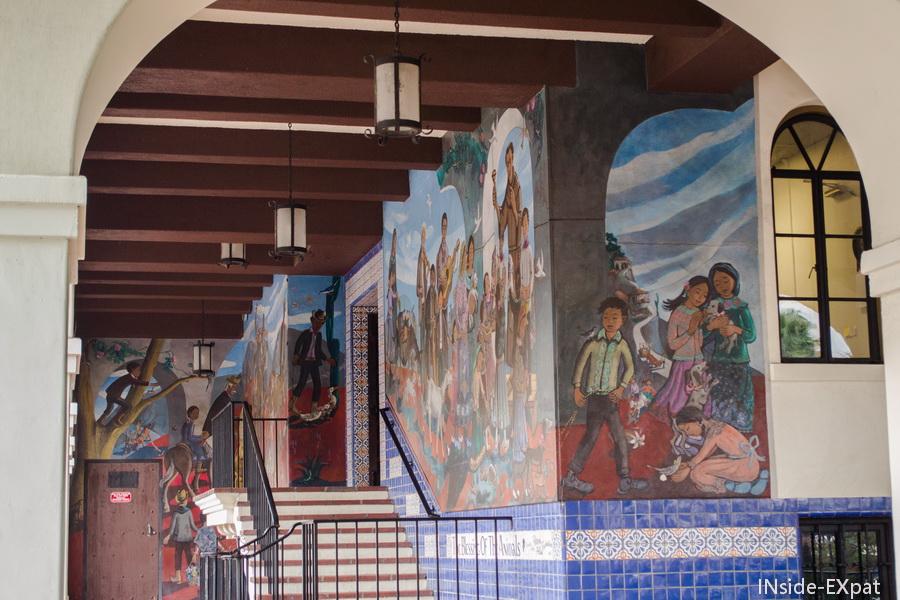 Peintures sur les murs dans El Pueblo