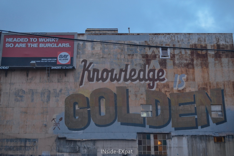 "Mur ""Knowledge is golden"""