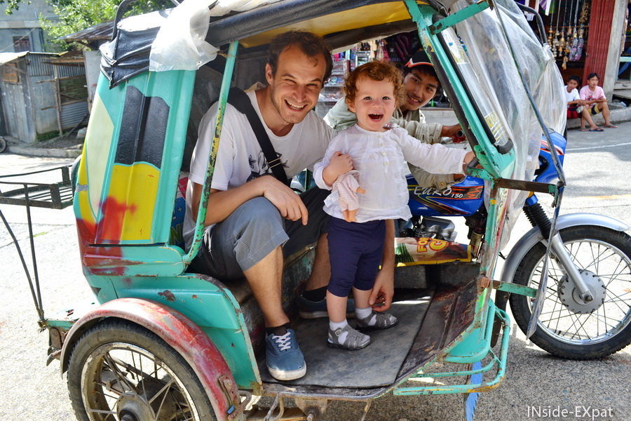 Mimi et Daddy B. dans le tuktuk