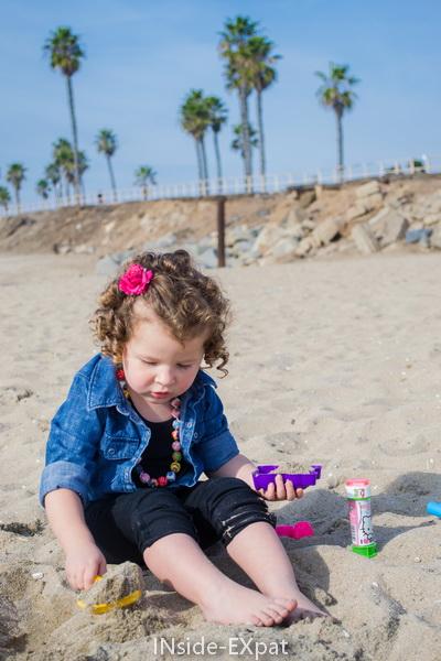 Mimi B. et ses jouets de sable