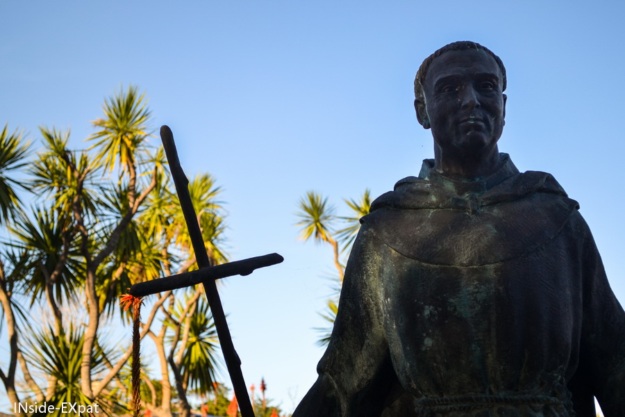 Statue dans le jardin de la mission