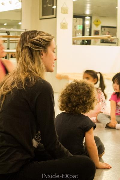 Mimi avec une de ses professeurs