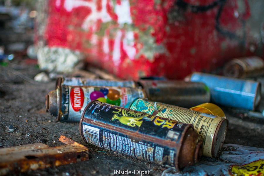 bombes de peinture au sol