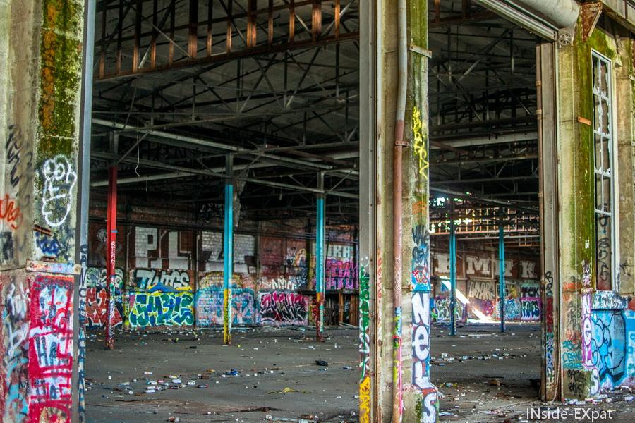 Colonnes et graffitis