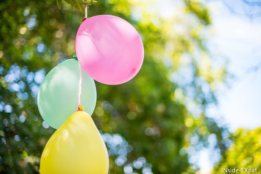 Ballons couleurs pastels pour décorer l'anniversaire