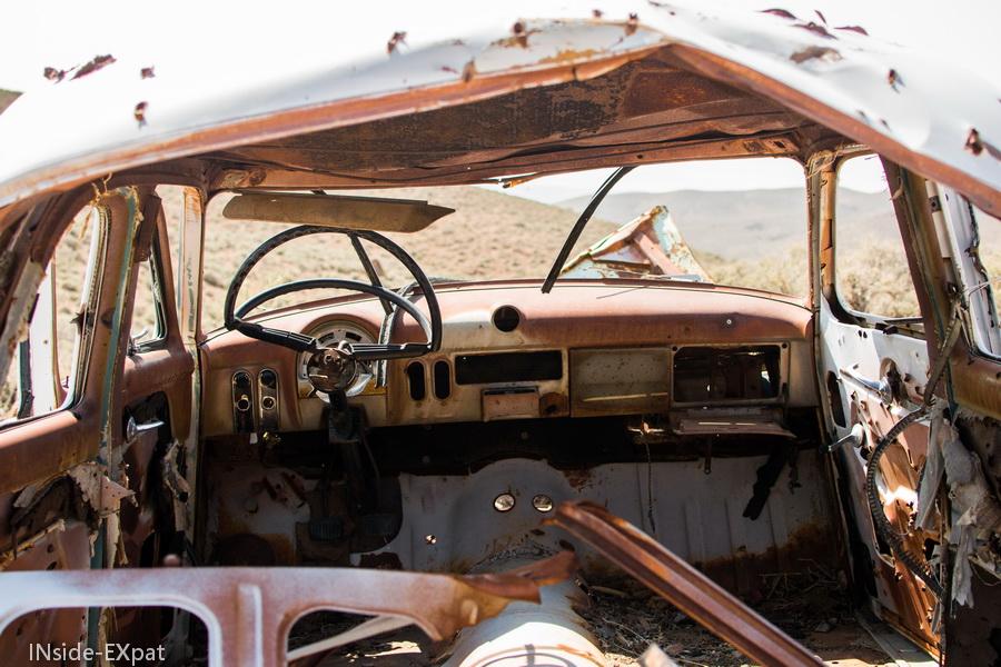 L'intérieur de la carcasse de voiture
