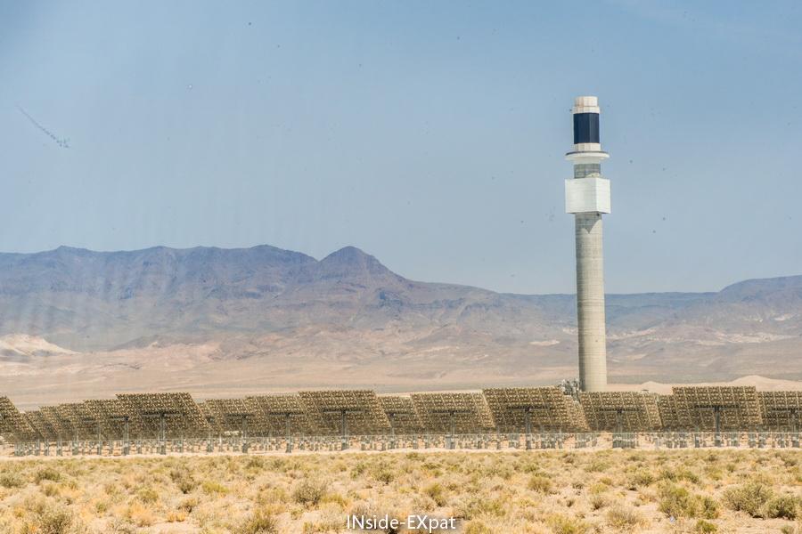 Effet lumineux sur le champs de panneaux solaires