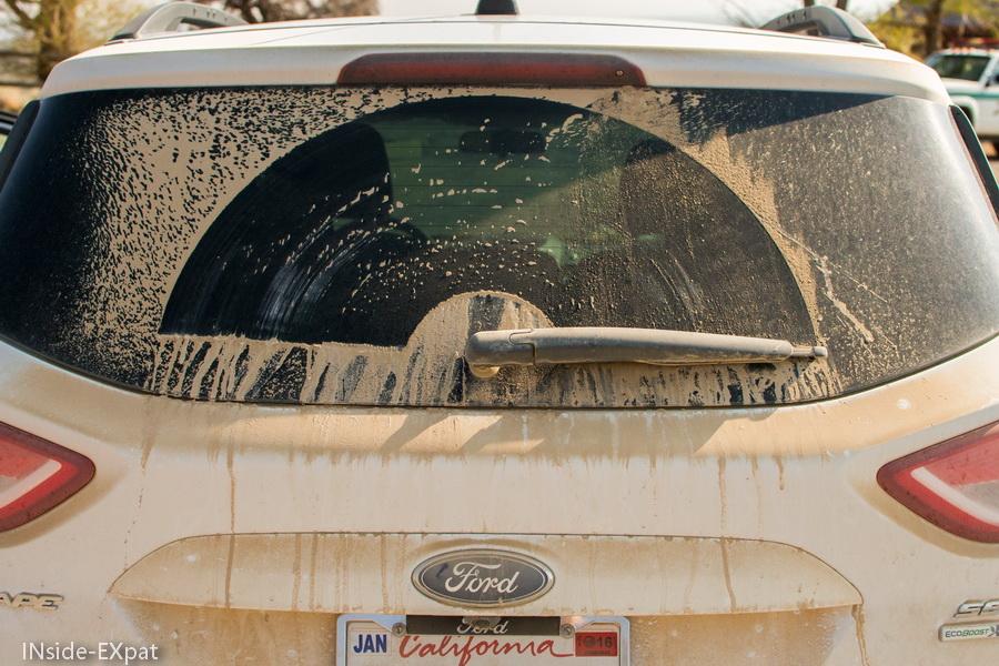 Voiture poussiéreuse après notre roadtrip