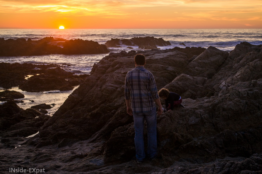 Coucher de soleil sur Asilomar State Beach en famille