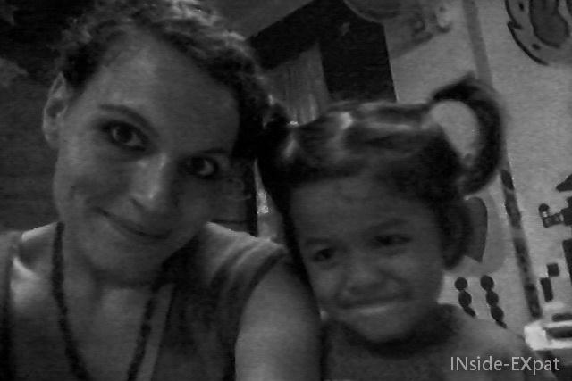 Petite fille en selfie