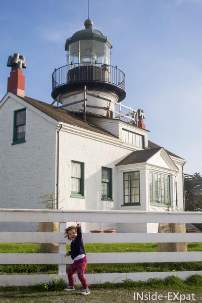 Mimi B. devant le phare