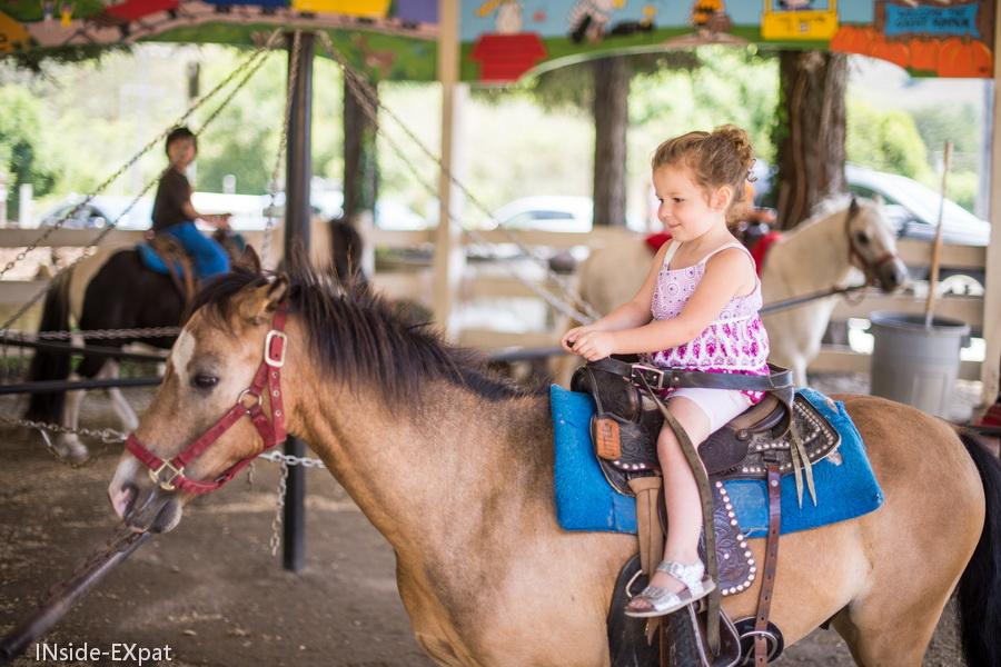Mimi sur son poney
