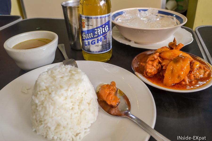 Repas dans notre petite cantine d'Intramuros