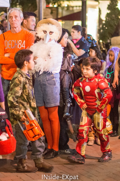 inside-expat-deguisements-walnut-creek-halloween-broadway-plaza-2015