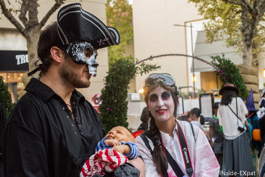 inside-expat-halloween-2015-walnut-creek-pirate-pere-bebe