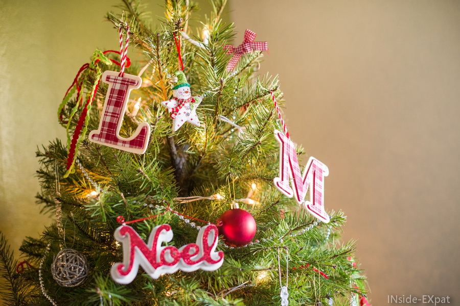 inside-expat-ornements-lettres-sapin-noel-rouge-blanc