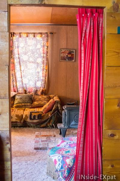 vue sur le salon epuis la chambre