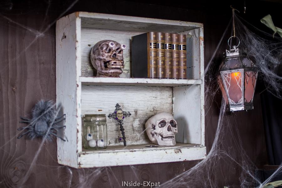 inside-expat-tete-mort-etagere-halloween-deco