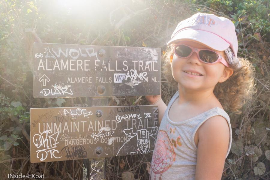 Mimi à l'entrée du trail