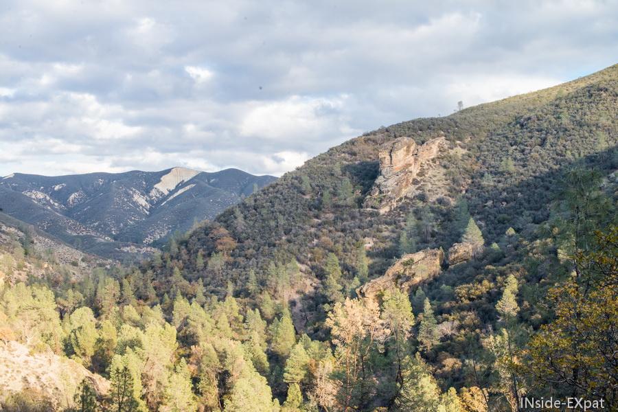 vue en hauteur de Pinnacles NP
